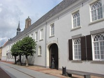 klooster front